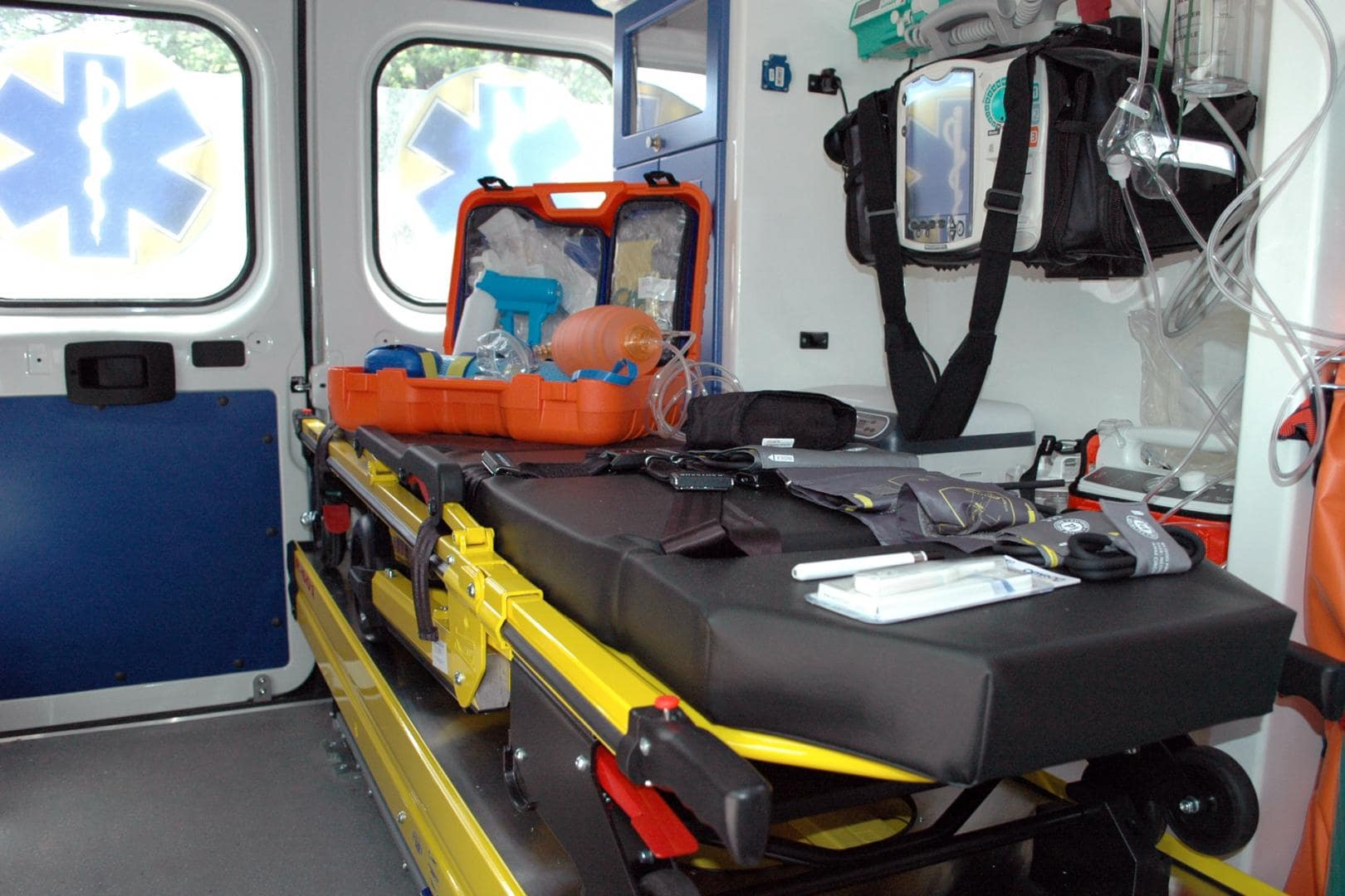 photo intérieur de l'ambulance